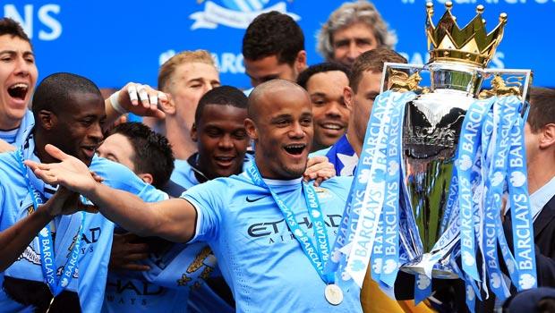 文森特 - 孔帕尼 - 曼彻斯特城队长升降机的最顶级联赛,冠军奖杯